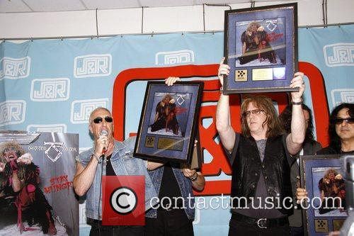Dee Snider Twisted Sister celebrates the 25th Anniversary...