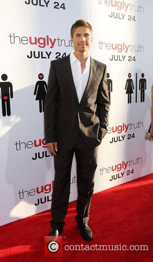 Eric Winter The Ugly Truth Premiere at the...