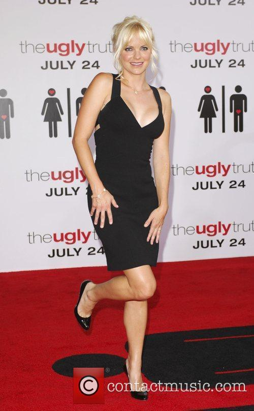 Anna Faris The Ugly Truth Premiere at the...