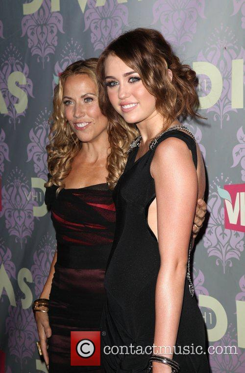 Sheryl Crow and Miley Cyrus 6