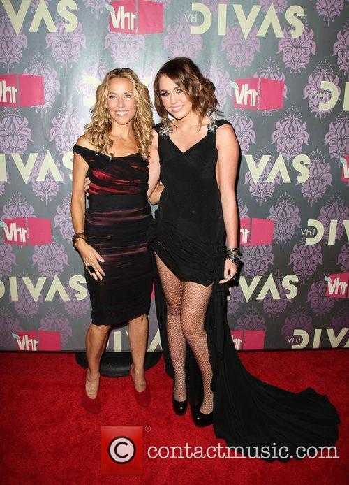 Sheryl Crow and Miley Cyrus 5