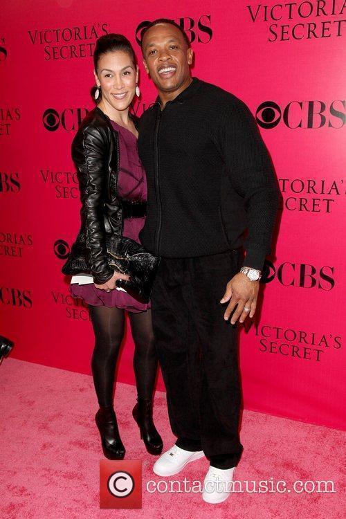 Guest and Dr. Dre 2009 Victoria's Secret Fashion...