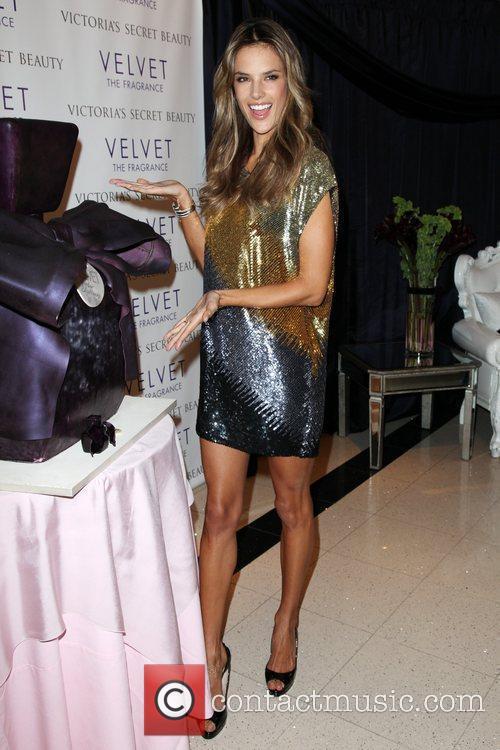 Alessandra Ambrosio 35