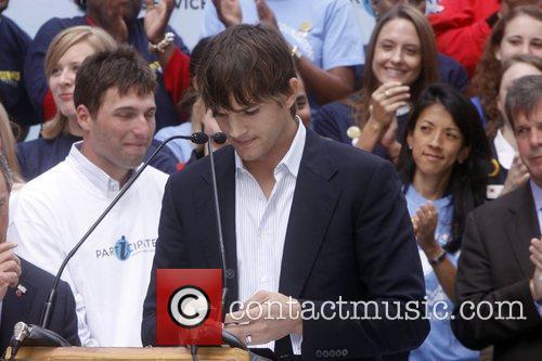 Ashton Kutcher 8