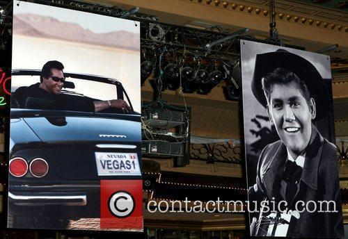 Atmosphere, Las Vegas and Wayne Newton 1