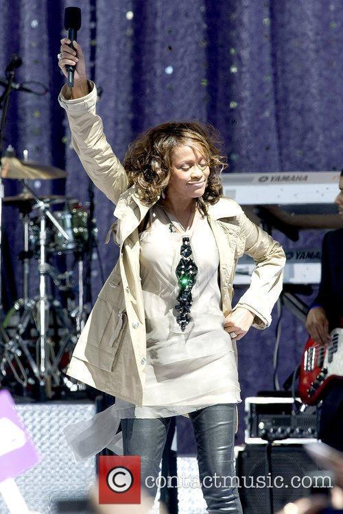 Whitney Houston 18