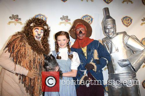 Cast  Warner Brothers Entertainment presents the Wizard...