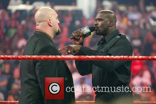Big Show and Shaquille O'Neal WWE Raw at...