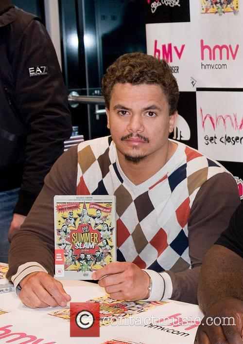 WWE Superstar Primo meets fans and signs copies...