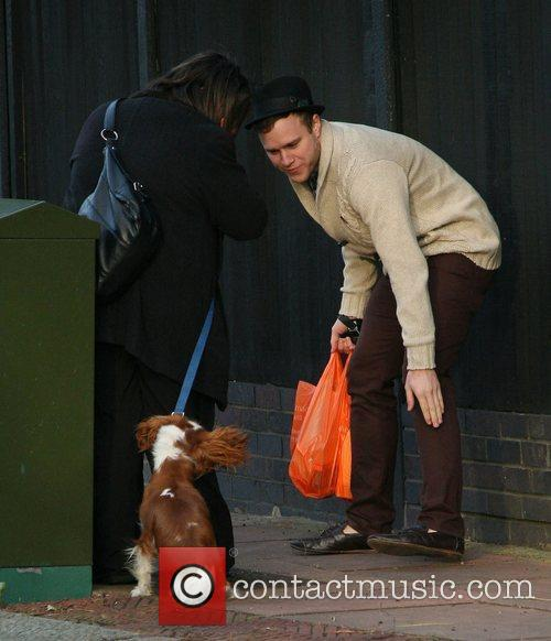 39 X Factor 39 Contestant Olly Murs Pets A Dog On His Way