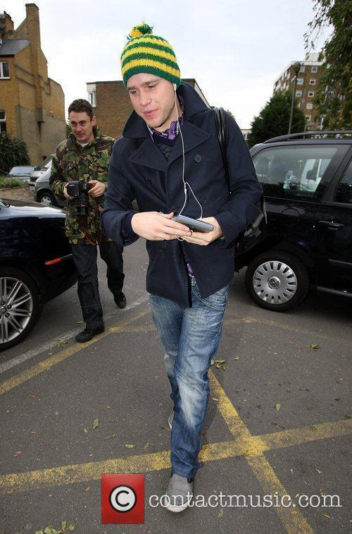 Arrives at a studio for rehearsals
