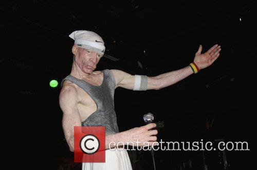 Performs live at the Knitting Factory