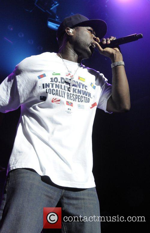 Performs live at Club Nokia