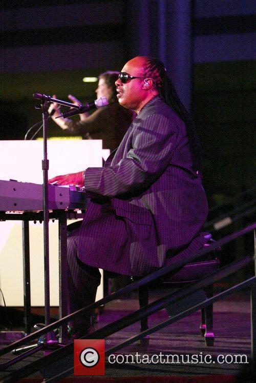 Stevie Wonder and Aapd Image Award Recipient 8