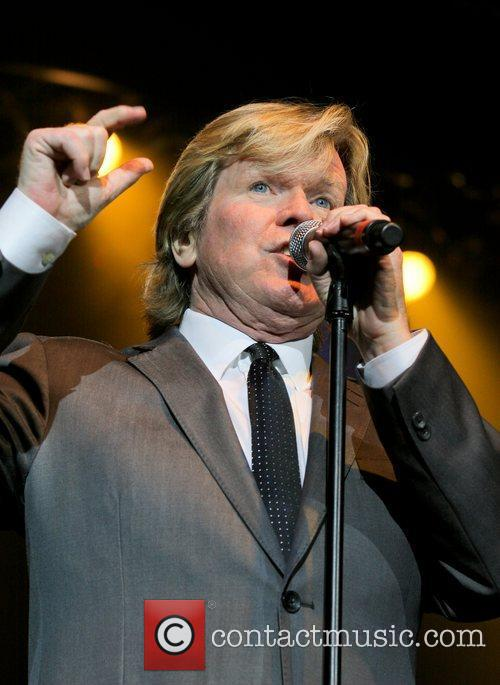 IMAGE(http://www.contactmusic.com/pics/ld/Hermans_Hermits_2_130111/peter_noone_5594059.jpg)