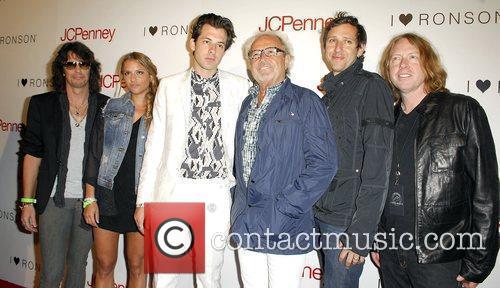 Kelly Hansen, Charlotte Ronson, Mark Ronson and Mick Jones 2