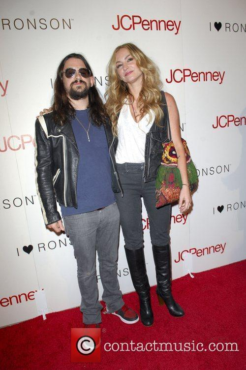 Shooter Jennings and Drea De Matteo 2