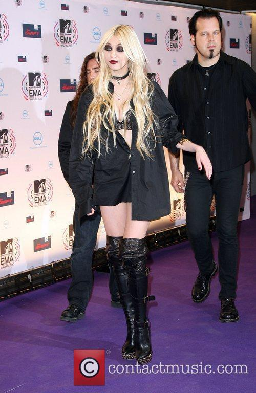 Taylor Momsen and Mtv 6