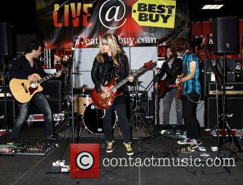 Orianthi Panagaris Performs songs from her new CD...