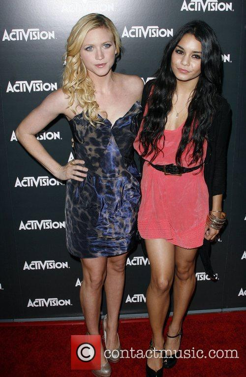 Brittany Snow and Vanessa Hudgens