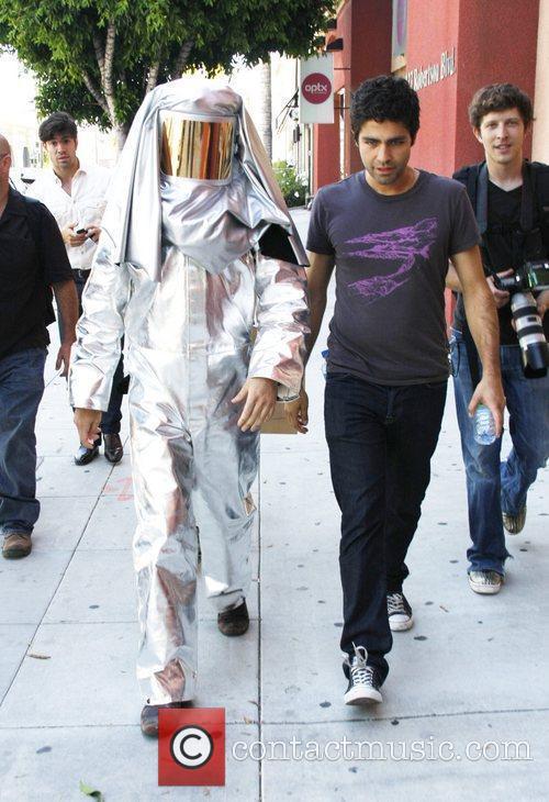 Adrian Grenier and Kim Kardashian 6