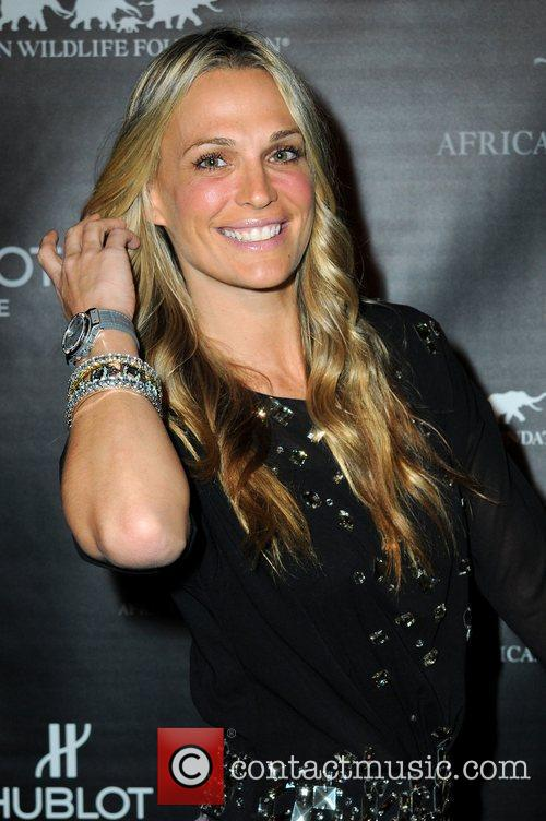 Molly Sims attends the 2010 African Wildlife Foundation...