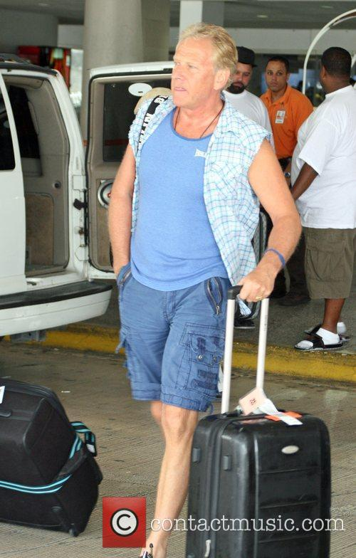 Of the rock band Air Supply, arrive to...