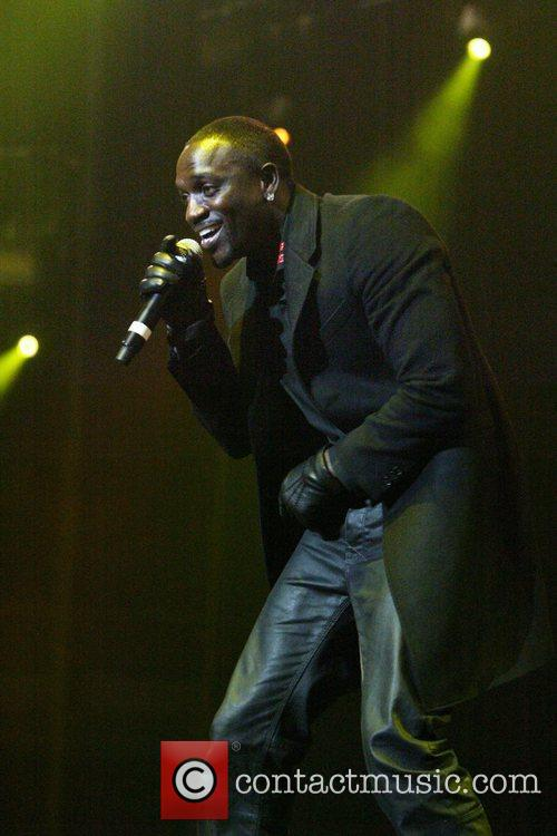 Akon 7