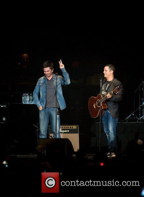 Juanes and Alejandro Sanz 3