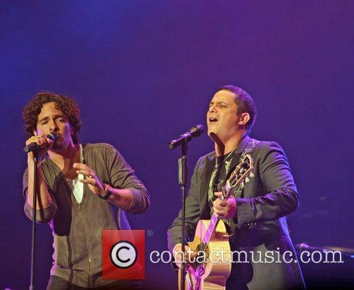 Tommy Torres and Alejandro Sanz 3