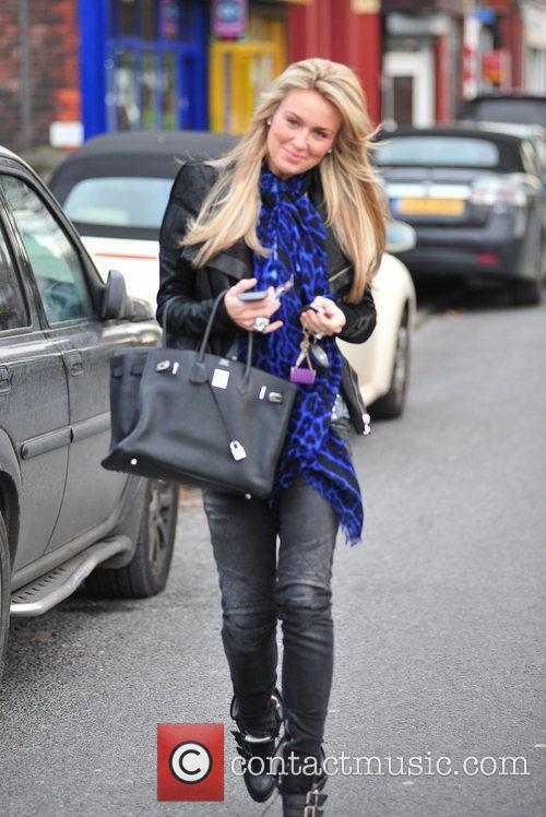 Is seen leaving the hairdressers in a stylish...