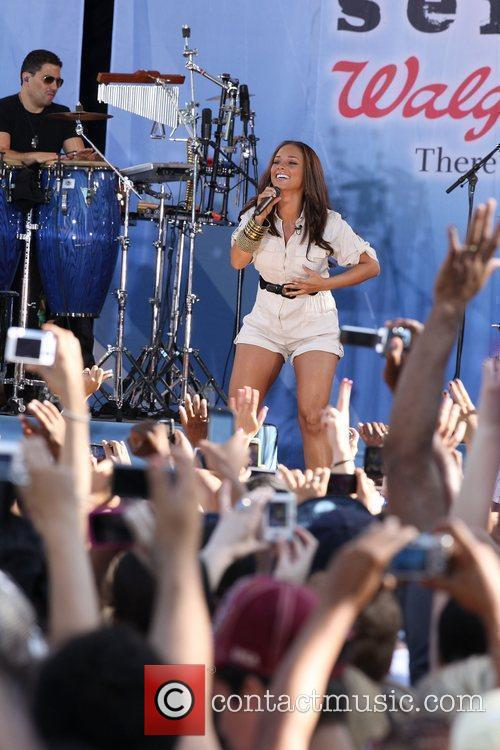 Alicia Keys performing at the GMA summer concert...