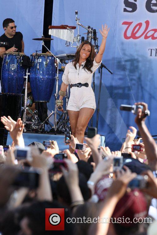 Alicia Keys performing at the GMA summer concert...