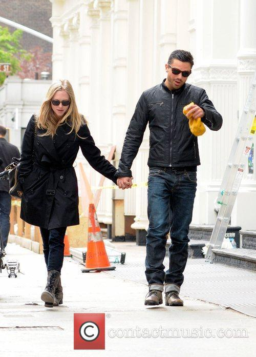 Amanda Seyfried and Dominic Cooper 9