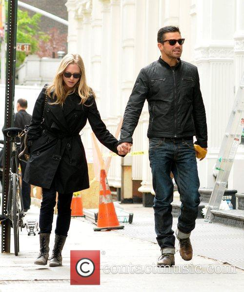 Amanda Seyfried and Dominic Cooper 7