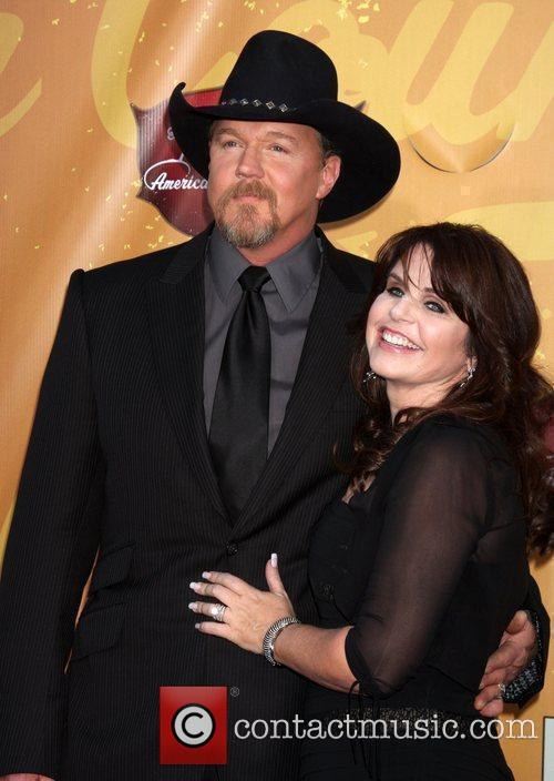 Trace Adkins and Guest The 2010 American Country...