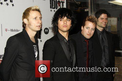 Mike Dirnt, Billie Joe Armstrong and Green Day 6