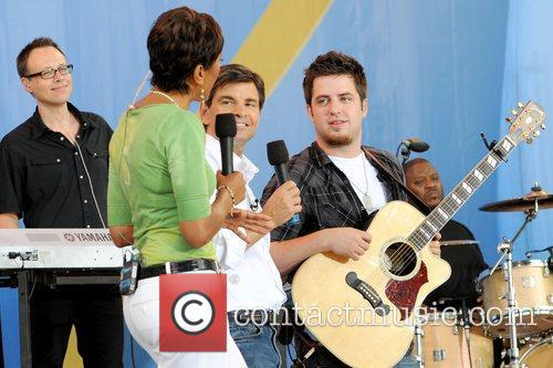 Robin Roberts, George Stephanopoulos and Lee DeWyze 2010...