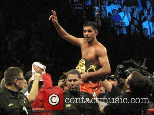 Amir Khan retains his WBA Super Lightweight title...