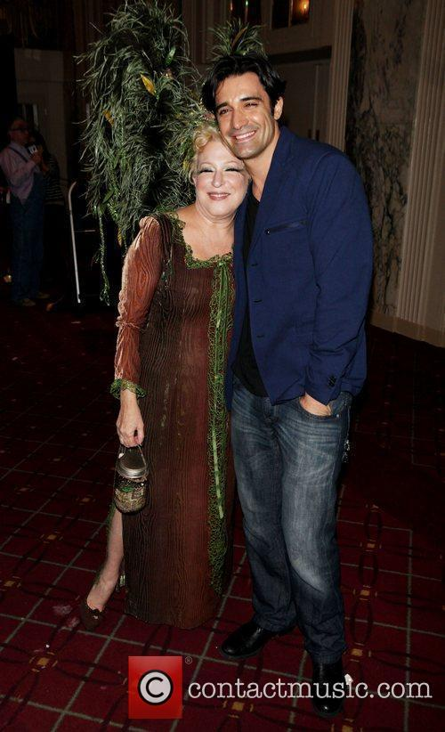 Bette Midler and Gilles Marini 5
