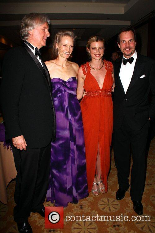 James Cameron and Amy Smart 10