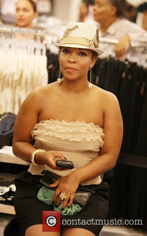 Nelly Host Applebottom contest
