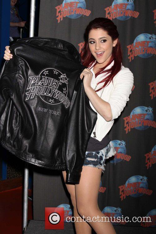Ariana Grande 22