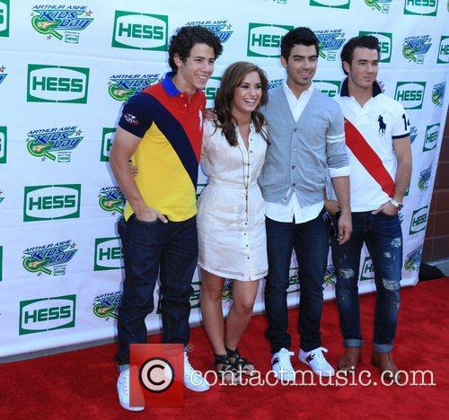 Jonas Brothers, Billie Jean King and Demi Lovato 9