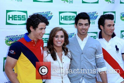 Jonas Brothers, Billie Jean King and Demi Lovato 2
