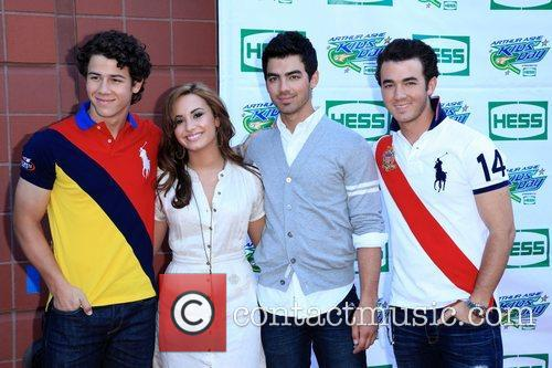 Jonas Brothers, Billie Jean King and Demi Lovato 3