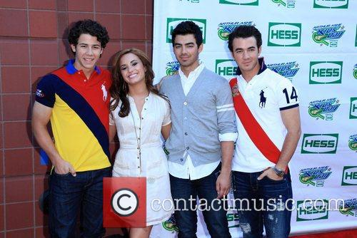 Jonas Brothers, Billie Jean King and Demi Lovato 4