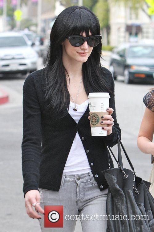 Ashlee Simpson-Wentz enjoying coffee as she leaves Ken...