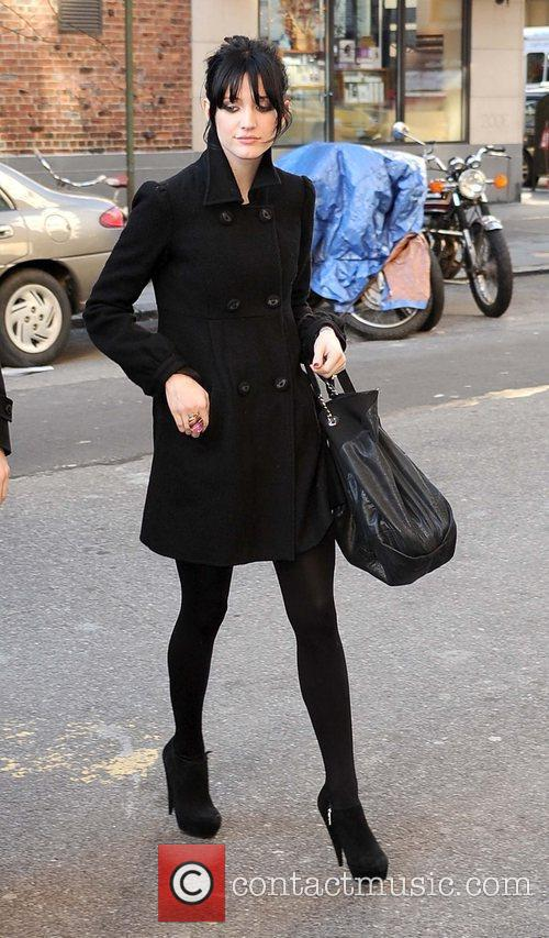 Arriving at her Manhattan residence while wearing all...
