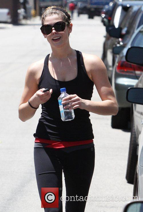 Is seen leaving her boot camp workout in...